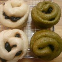 黒豆蒸しパン(左)